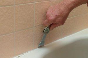 Read more about the article Come togliere il silicone dalle piastrelle